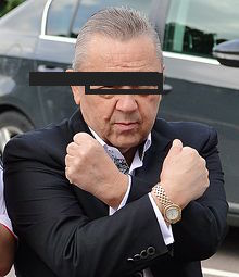 David_Sullivan_gives_Hammers_sign