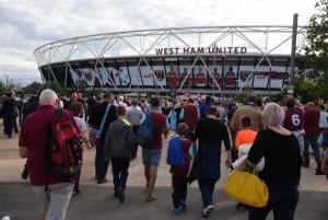 london-stadium-fans