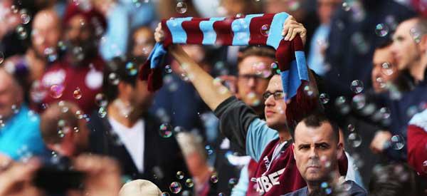 west-ham-fans-bubbles1.jpg